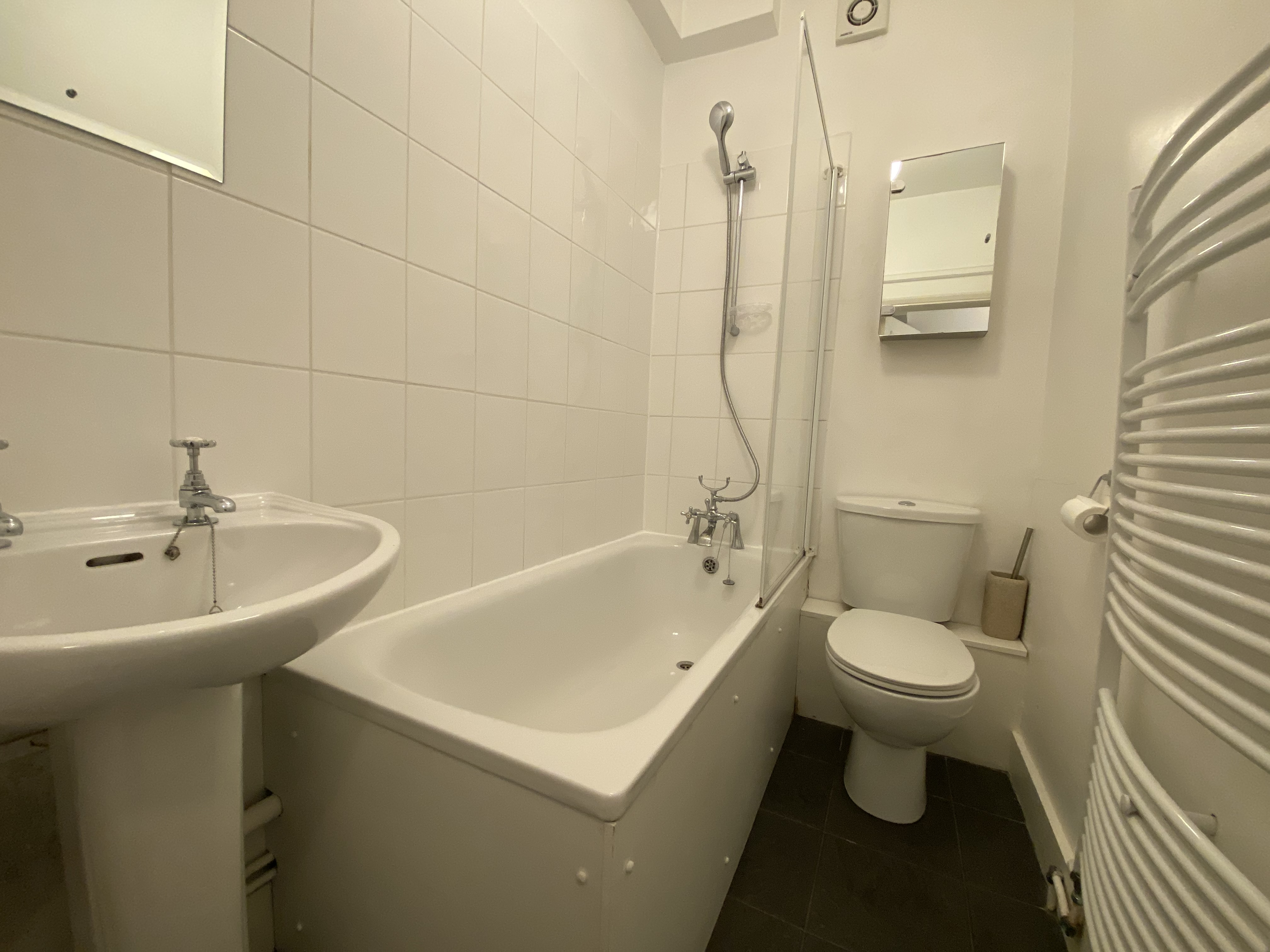 customer_1/branch_1/client_43229/sale_property/Bathroom_1617460013.jpeg