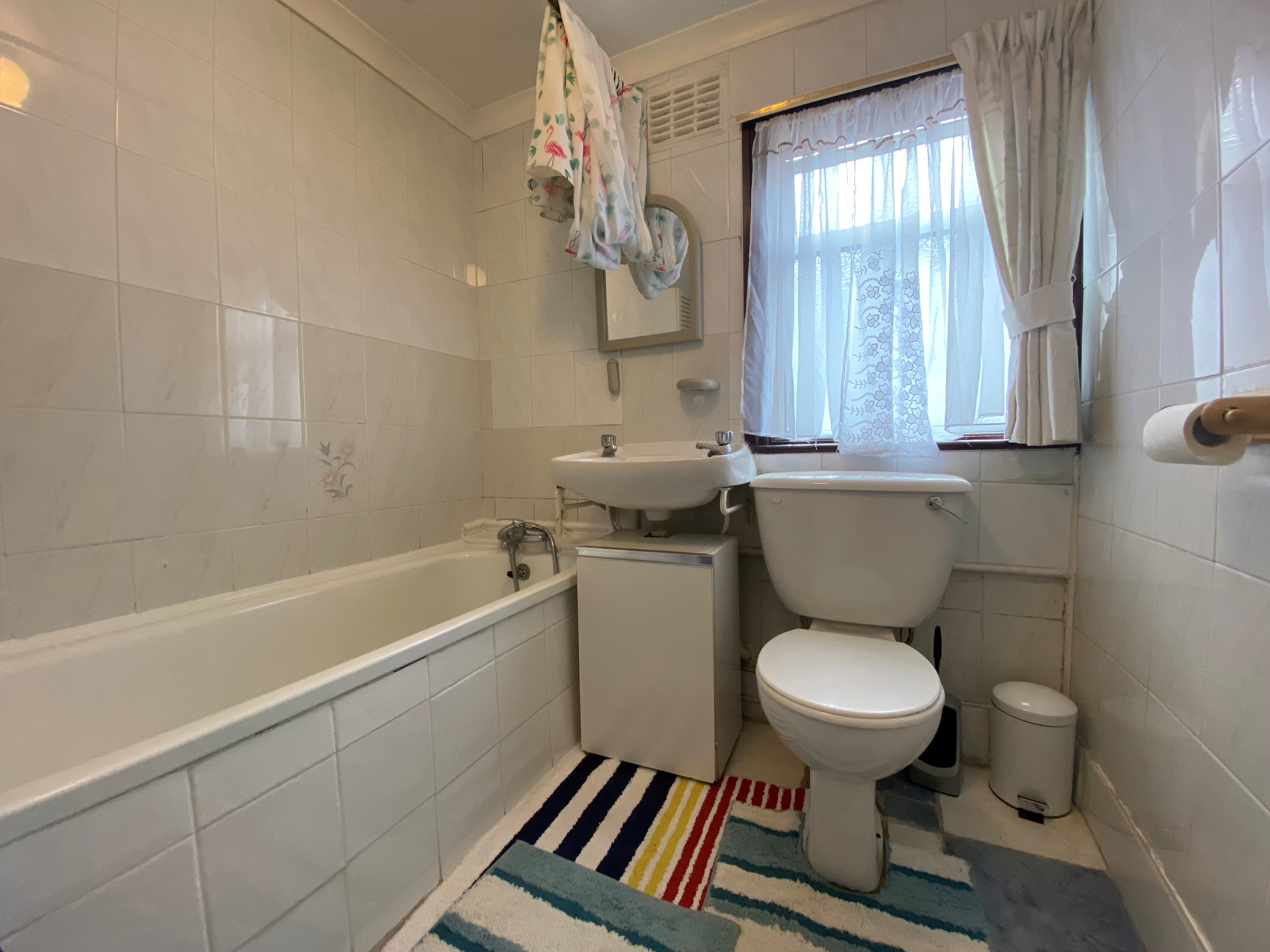 customer_1/branch_1/client_46597/sale_property/bathroom_1631880966.jpeg